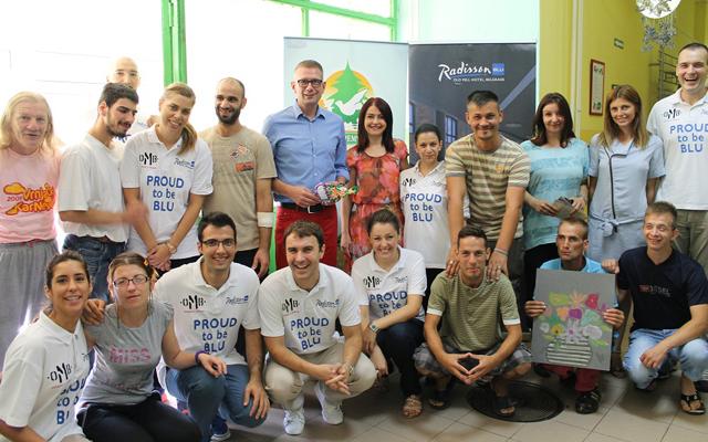 Generalni direktor hotela Radisson Blu, Thomas Swieca i direktorka Ustanove za decu i mlade Sremcica - Milka Milovanovic Minic